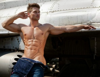 Фитнес-модель Денис Гусев